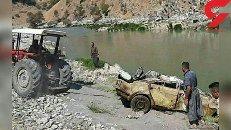 بیرون کشیدن ماشین مرگ یک مرد از رودخانه! /  فقط زن زنده ماند ! + عکس