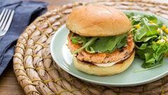 خوشمزه ترین برگر خانگی را در خانه بپزید + دستور تهیه