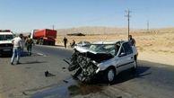 عکس  لحظه پوکیدن ماشین نقره ای وسط جاده گرمسار