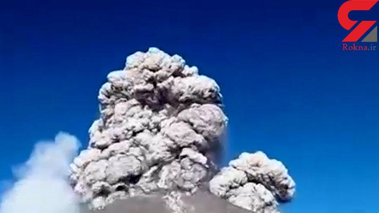 فیلمی دلهرهآور از لحظه فوران آتشفشان و فرار گردشگران! + صحنه باورنکردنی
