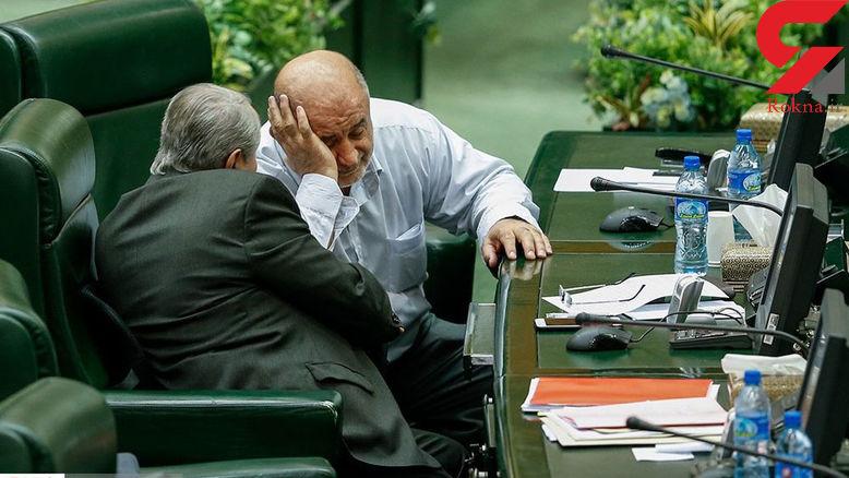 خوابیدن نماینده جنجالی مجلس در نشست علنی مجلس شورای اسلامی +عکس