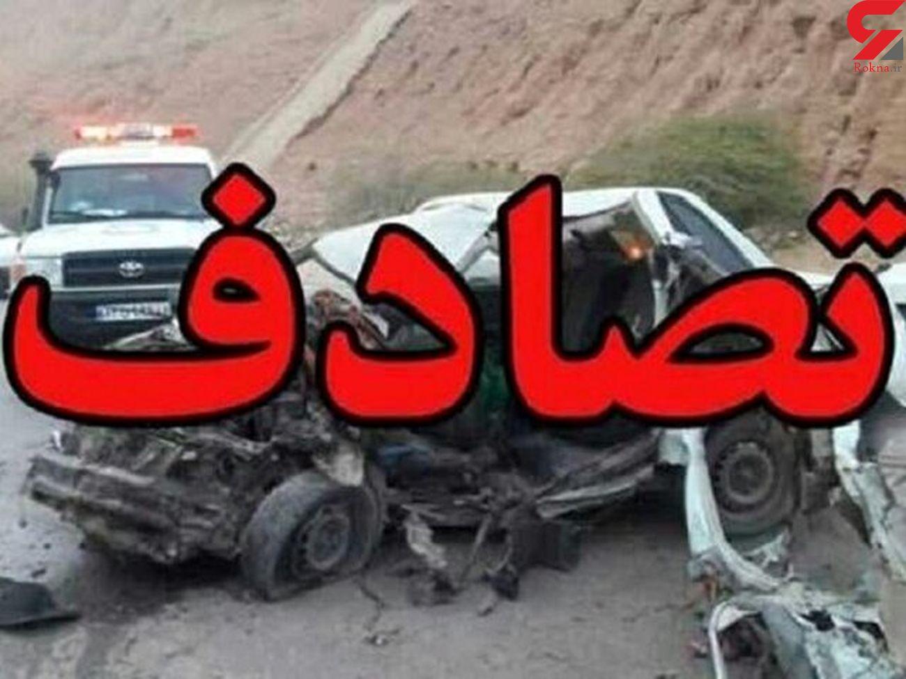 نجات معجزه آسا راننده از تصادف هولناک / ماشین دو نیم شد + فیلم