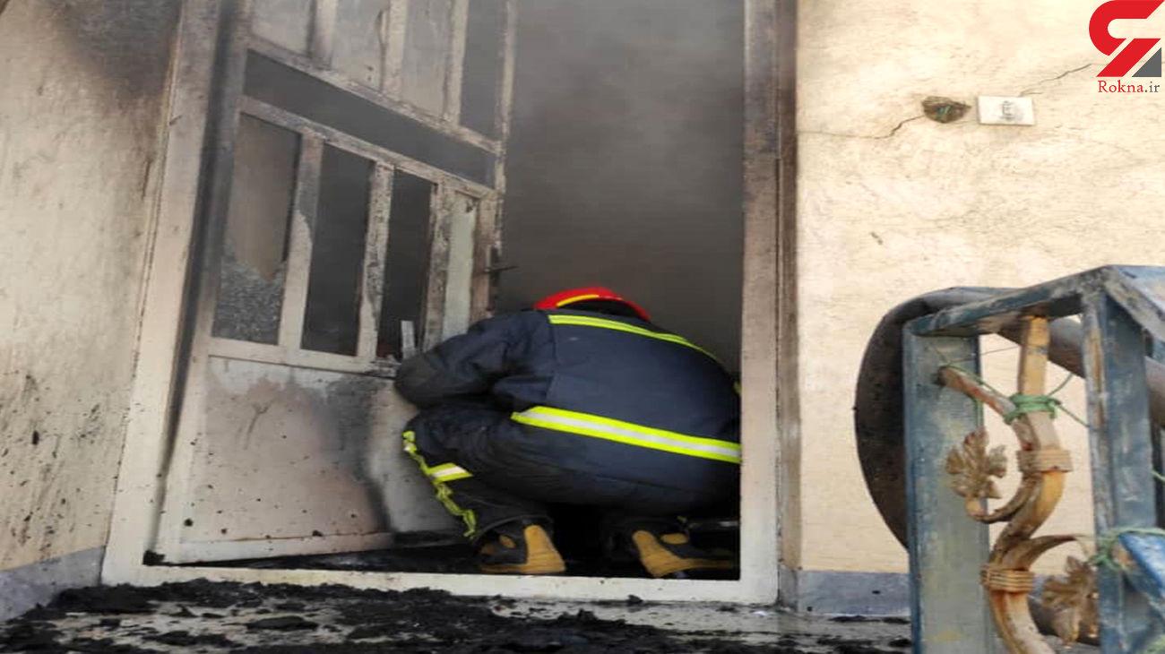آتش سوزی اتاقک در پشت بام خانه مسکونی در شیراز