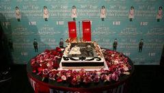 کیک تولد ۱۲۰ سالگی سینما در ایران بریده شد +عکس