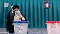 انتخابات 1400 / رهبر انقلاب رأی خود را به صندوق سیار ۱۱۰ در حسینیه امام خمینی(ره) انداختند+ فیلم و عکس