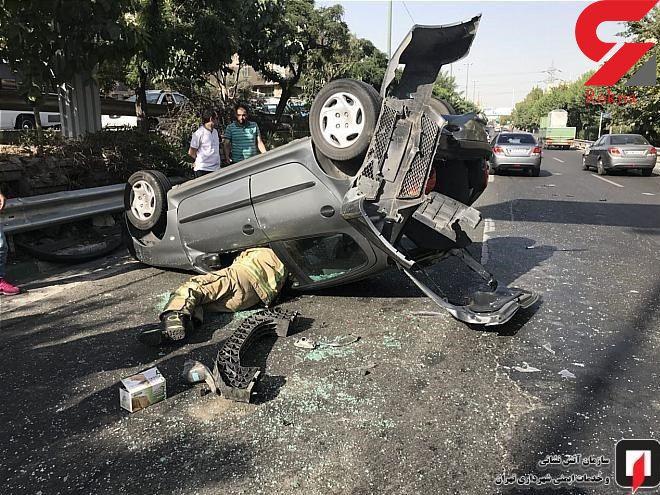 واژگون شدن پژو ۲۰۶ پس از تصادف با دنا در بزرگراه حکیم تهران + عکس