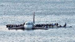 عکس دیدنی از فرود اضطراری و معجزه آسای هواپیما مسافربری در اقیانوس