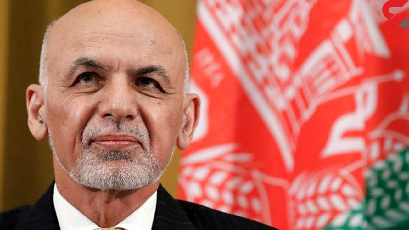 اشرف غنی افغانستان را ترک می کند