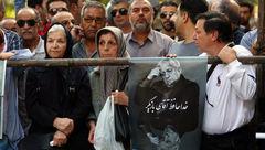 مراسم تشییع پیکر عزت الله انتظامی در مقابل تالار وحدت + تصاویر