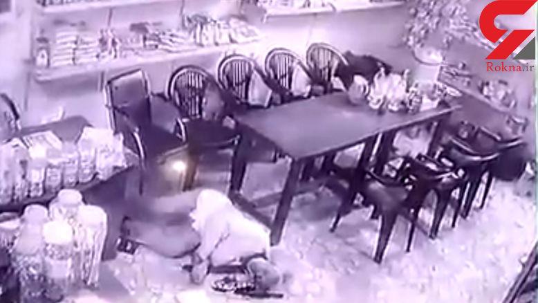لحظه شلیک اراذل اوباش به پدر و پسر در رستوران و مقابل دوربین+فیلم