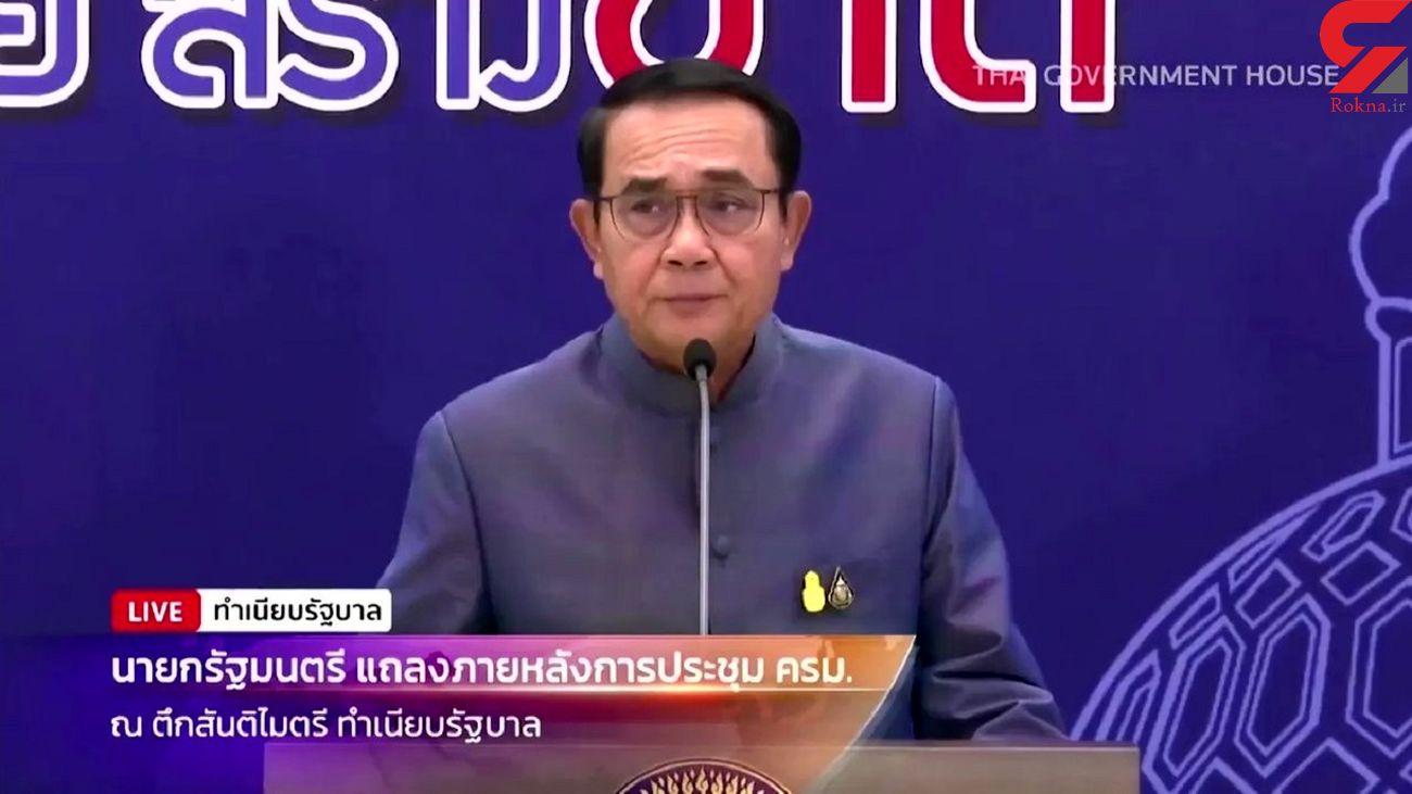 نخست وزیر تایلند در کنفرانس مطبوعاتی به سمت خبرنگاران الکل پاشید + فیلم