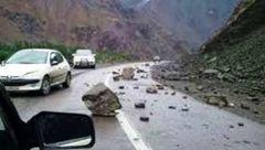 ریزش کوه در برخی از جاده های ایلام/ ترددها جریان دارد