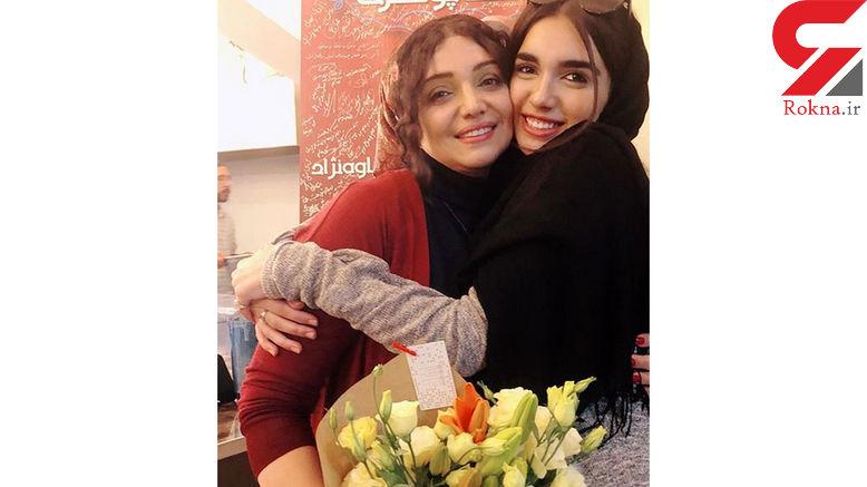 خانم بازیگر در آغوش دخترش +عکس