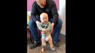 لحظه راه رفتن کودک چند ماهه معلول + فیلم