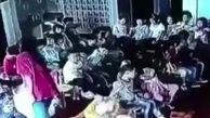 رفتار غیر انسانی مربی مهد کودک با یک دختر خردسال! +فیلم