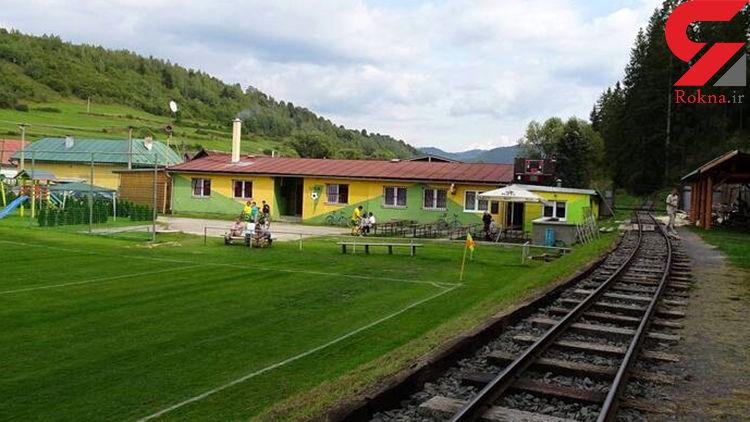 عبور قطار از زمین فوتبال یک ورزشگاه ! +تصاویر جالب
