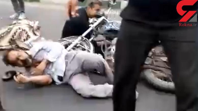 فیلم تصادف مرگبار موتور سیکلت و پژو در اتوبان تندگویان مسیر شمال به جنوب +عکس