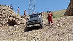 عکس / گیر کردن ماشین شاسی بلند در ارتفاعات سرخه حصار