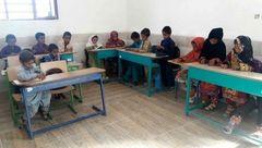 تماشای فینال  آسیا در مدرسه دورافتاده از موبایل معلم + عکس
