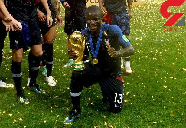 خجالت بچگانه بازیکن فرانسه از عکس گرفتن با جام +عکس