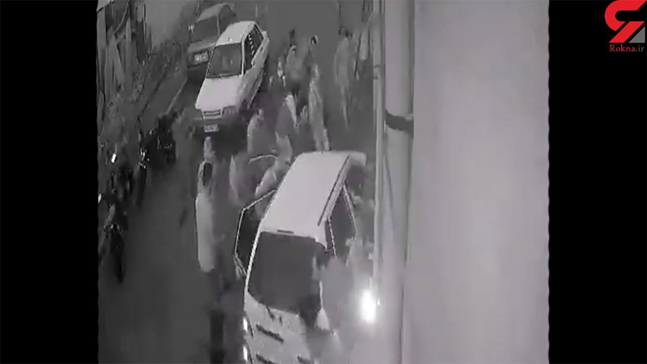 فیلم لحظه زیرگرفتن تهرانی ها در صف نانوایی / راننده زن بود!