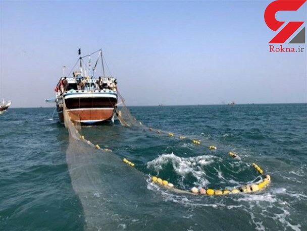 نیروی دریایی سپاه ۷ کشتی صید ترال را متوقف کرد