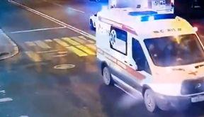 تصادف وحشتناک آمبولانس با عابرپیاده + فیلم / روسیه