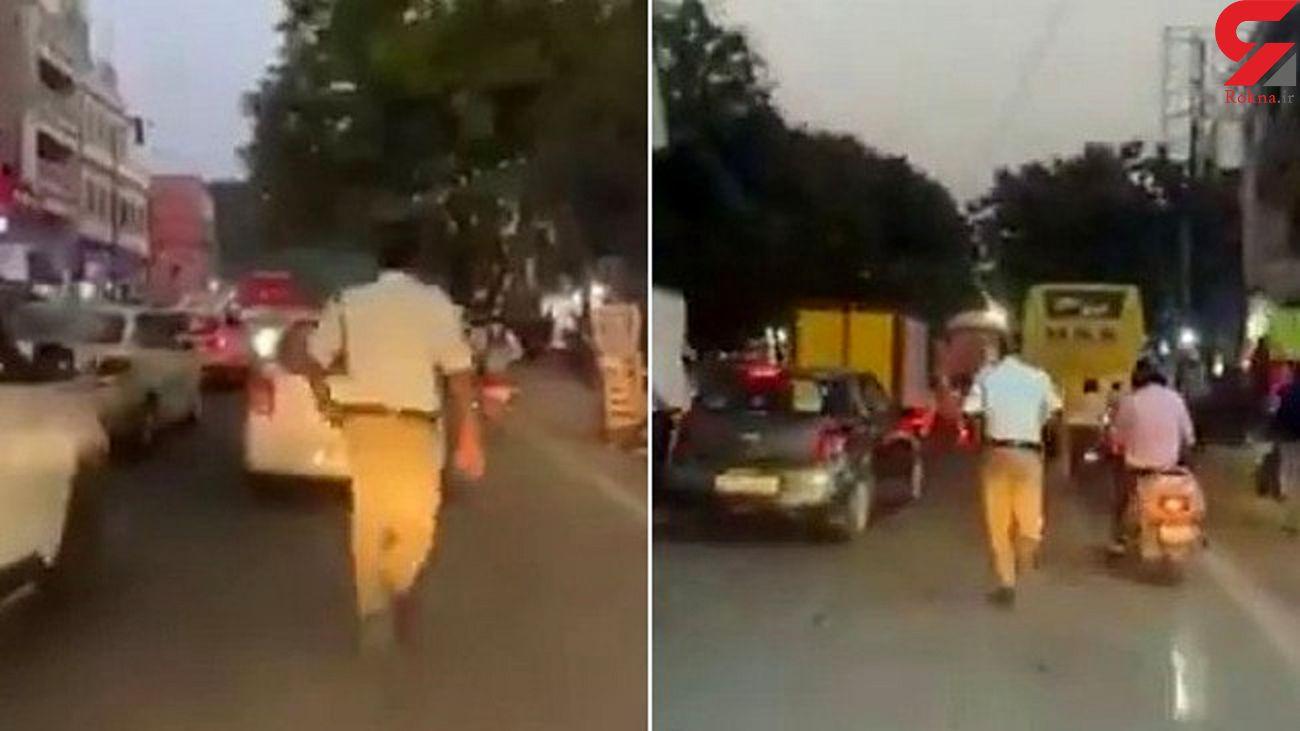 اقدام تحسین برانگیز پلیس با دیدن آمبولانس! + فیلم