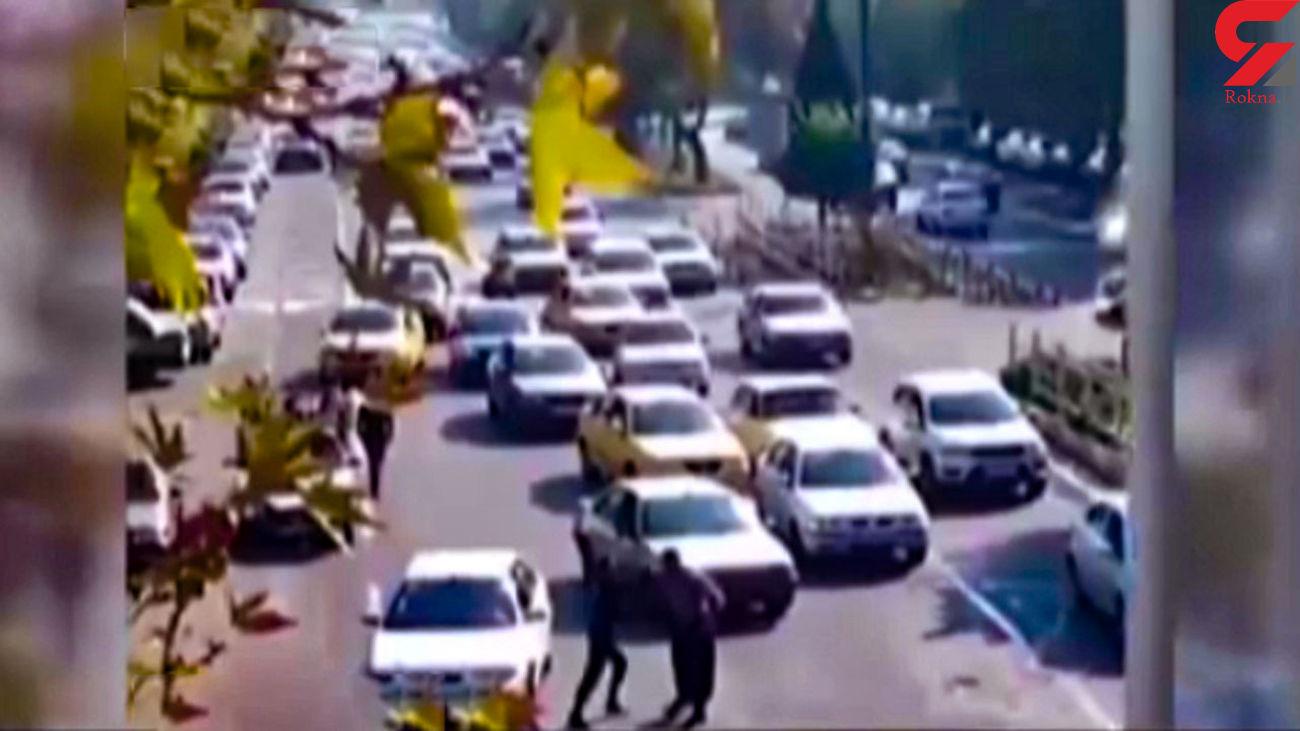 قشنگ ترین فیلم از مبارزه یک مامور پلیس ایران با شرور قمه کش! / حتما ببینید