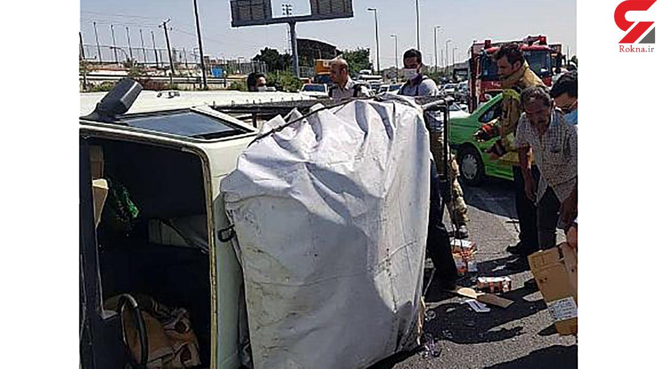 عکس های واژگونی پیکان وانت در بزرگراه آزادگان