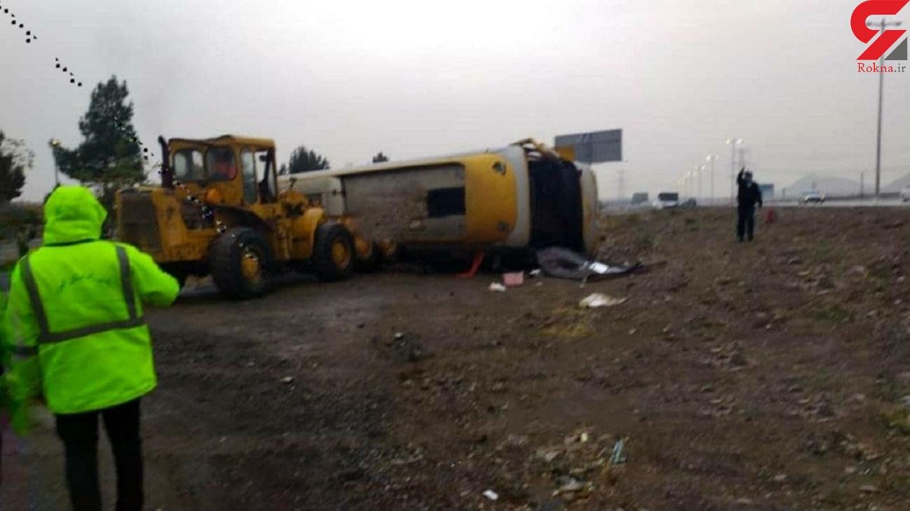 یک کشته و 20 زخمی در واژگونی اتوبوس مسافربری در هشتگرد +عکس