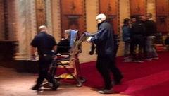 تئاتر خونین/ وحشت مردم در صحنه تیراندازی تئاتر همیلتون !+عکس