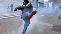 کشتهشدن یک معترض فرانسوی در برخورد با یک کامیون