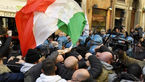 درگیری رانندگان خشن تاکسی با پلیس به خاطر تاکسی موبایل ایتالیایی+عکس