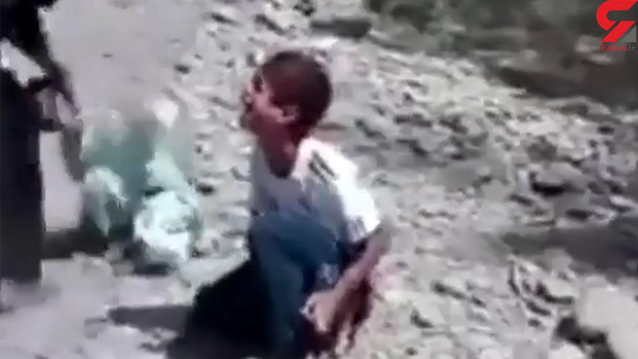 فیلم کتک خوردن 2 کودک از مرد خشن / پابوسیدن برای شکنجه نشدن!