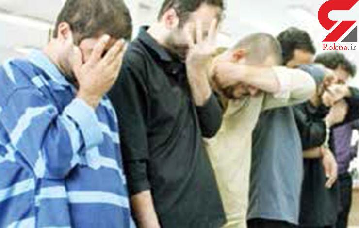 تبهکارانی که دربانک قلابی زندانی آزاد میکردند+عکس