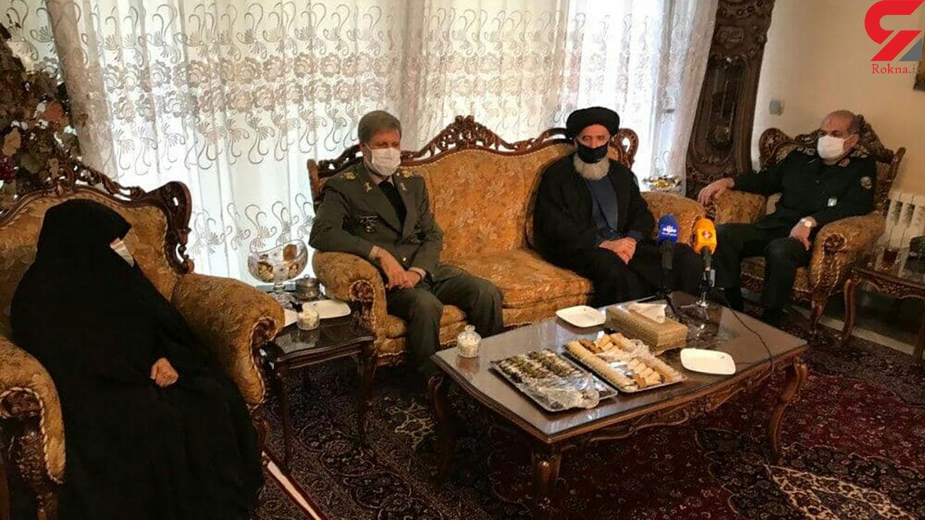حضور وزیر دفاع در منزل شهید فخری زاده + فیلم