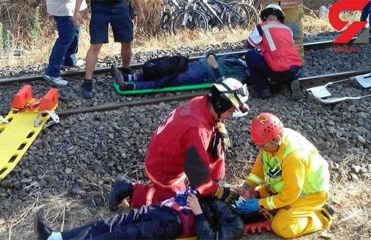 106 زخمی در تصادف 2 قطار + تصاویر