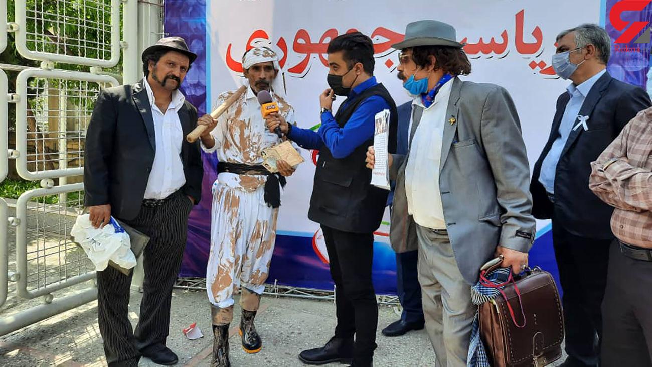 یک سیستانی با تیشه در صف ثبت نام در انتخابات 1400 / لوتی های تهران همراهش بودند