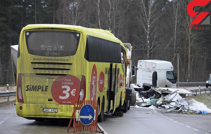 یک کشته و 13 زخمی در تصادف کامیون با اتوبوس