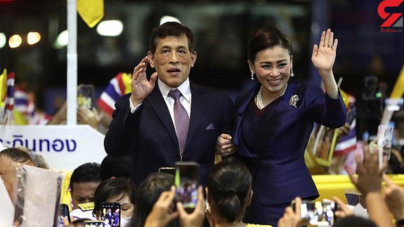 جاروکشی پادشاه تایلند و معشوقه جنجالی اش در زندان! + عکس