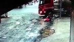 فیلم لحظه قیچی کردن تریلی و برخورد شدید با دو دختر دانش آموز+عکس