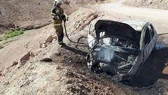 بوی بنزین نشانه ای از آتش سوزی مهیب پژو 206 در جاده خاوران بود + عکس