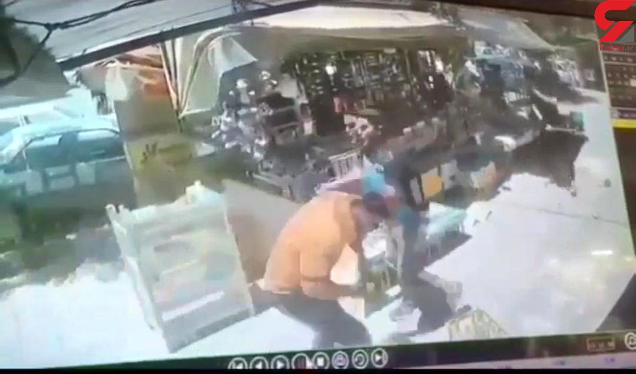 کرمانشاه تگزاس شد/ نزاع خیابانی با چوب و چماق و شمشیر + فیلم صحنه درگیری