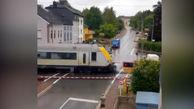 قطار این خودرو را نابود کرد + فیلم