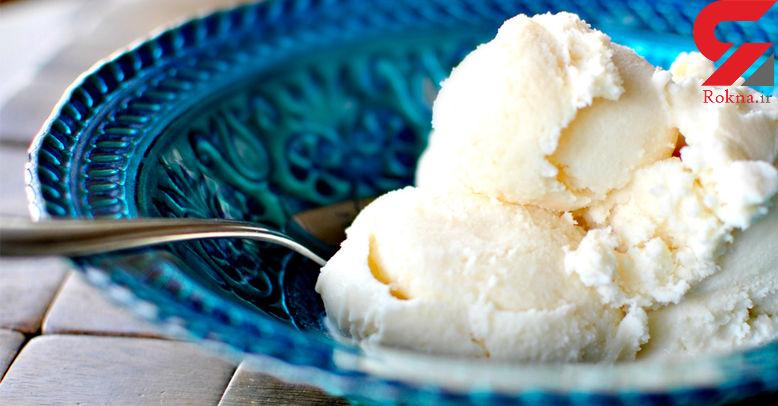 دسرهای لذید با بستنی وانیلی با تزئین شکلات سنگی