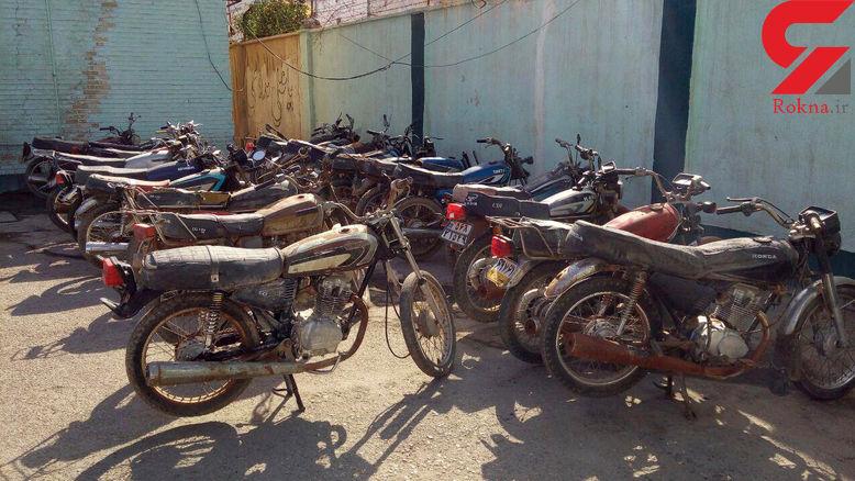 خوشگذرانی های صاحب یک پارگینگ موتورهای سرقتی در آبادان+عکس