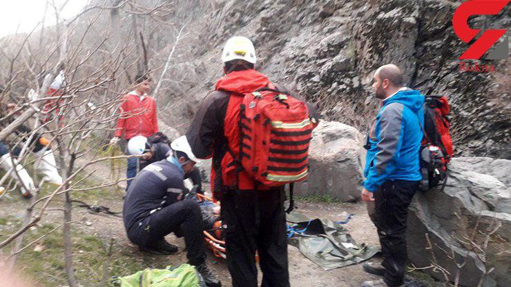 عملیات سخت تیم های مدادی برای انتقال پیکر کوهنور کشته شده در دارآباد+عکس