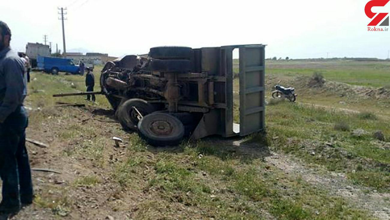 انحراف به چپ کامیون در قزوین حادثه ساز شد