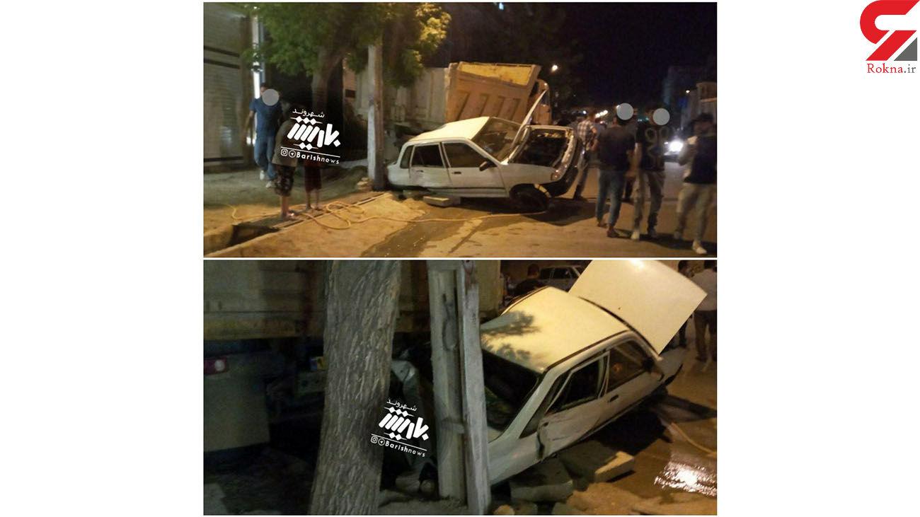تصادف عجیب پراید با تیر چراغ برق در آذربایجان غربی + عکس